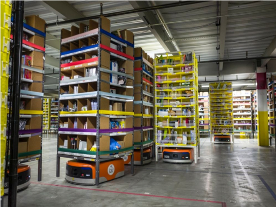 Robot Kiva dans un centre de distribution d'Amazon à Tracy (Californie) - Crédit photo : Amazon/Challenges.fr